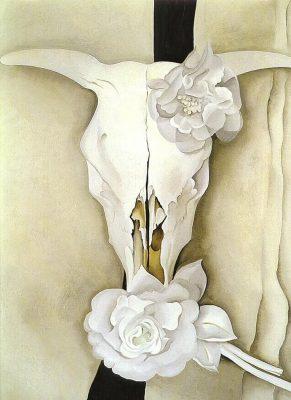 Кравешки череп с калико рози
